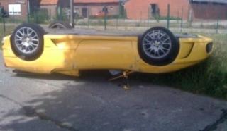 Beskrovni Ferrari na krovu