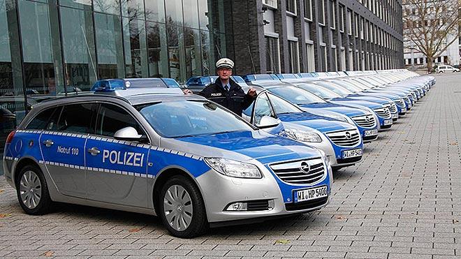 Njemački policajci ne stanu u nove Opel Insignije