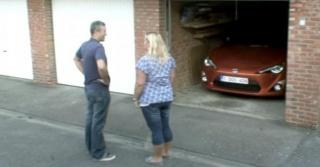 Žene plaču i razbijaju pri susretu s Toyotom GT86