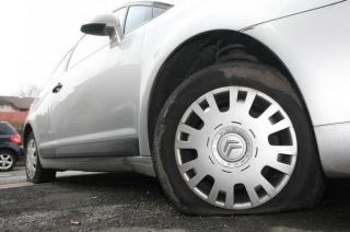Francuz izbušio gume na 2.190 nepropisno parkiranih vozila