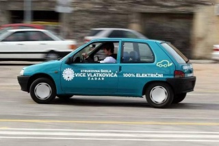 Zadarski srednjoškolci izradili električni Peugeot 106