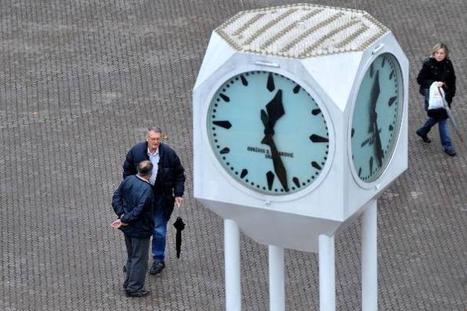 U nedjelju se pomiče sat, vrijede i nova pravila u vožnji
