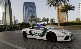 U Dubaiju policija vozi - Lamborghini Aventador!