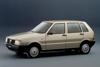 Fiat Uno 45S se gasi u leru