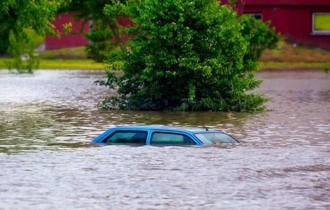 Što učiniti s poplavljenim automobilom