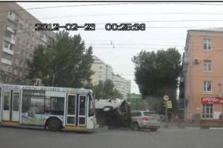 Tri različite nesreće u 30 sekundi na jednom raskrižju u Rusiji