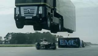 Tegljač od 16 tona preskače Formulu 1 u punoj brzini