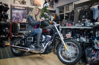 Tina Katanić u predblagdanskom shoppingu u zagrebačkom Harley-Davidson salonu