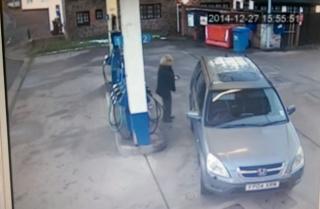 Žena na benzinskoj nasmijala preko 6 milijuna ljudi u samo par dana