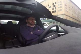 Video: Tesla uvodi opciju autopilota