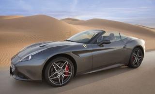 Ferrari u pustinjskom okruženju