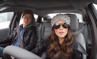 Evo kako reagiraju putnici nakon što shvate da je za volanom IndyCar vozačica