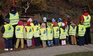 Za sigurnost djece: fluorescentni prsluci za siguran put u školu