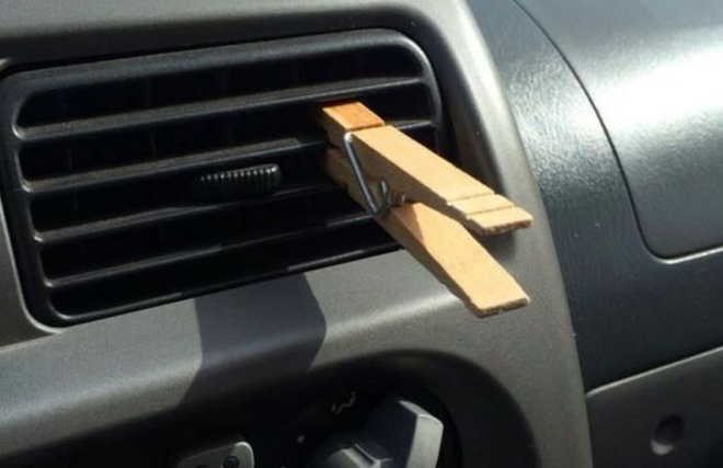 Kako dobro! Zašto staviti drvenu kvačicu na otvor za ventilaciju u autu?
