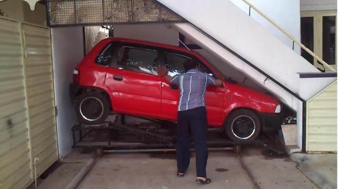 Parkiranje ispod stepenica je lako, pitaj Indijca kako!