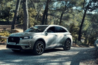 DS 7 CROSSBACK E-TENSE 4x4: Hibrid visokih perfomanci by DS