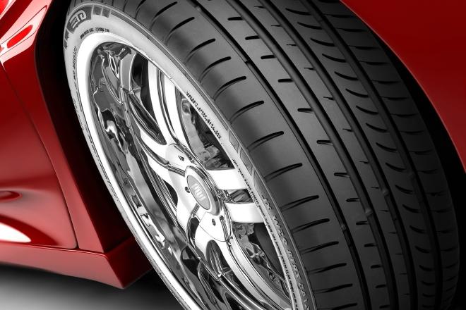Dizajn gazećeg sloja gume ključan je za stabilnost automobila