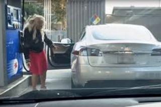 """Može li se Tesla """"natankati""""?"""
