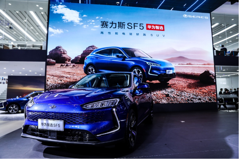 Huawei kreće s prodajom električnih automobila u svojim trgovinama