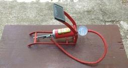 Pumpa s tlakomjerom, nožna zračna, Schrader ventil