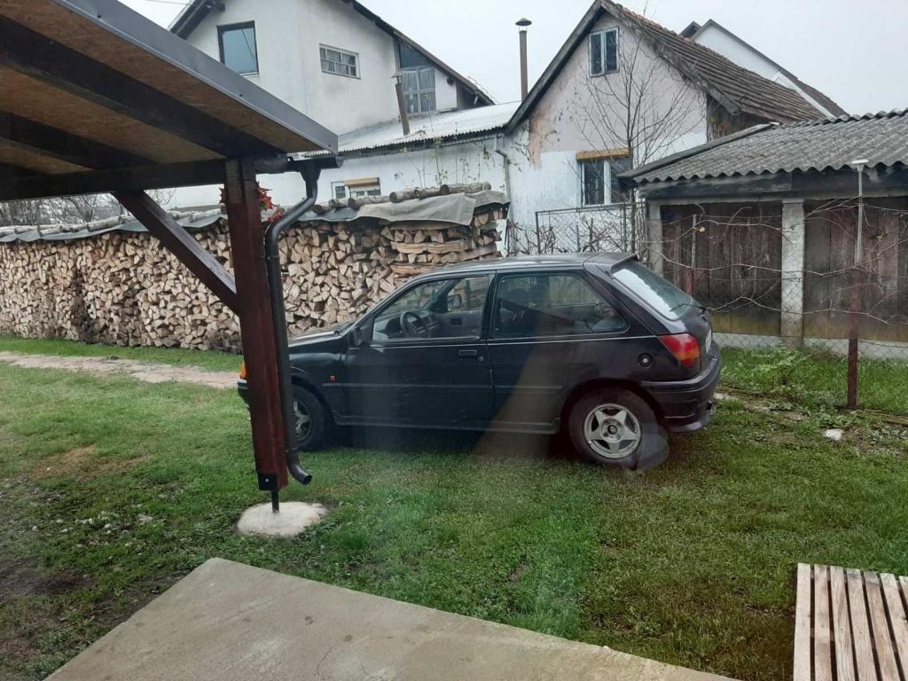 Prodajem Ford Fiesta 1,4 benzin ,odjavljen