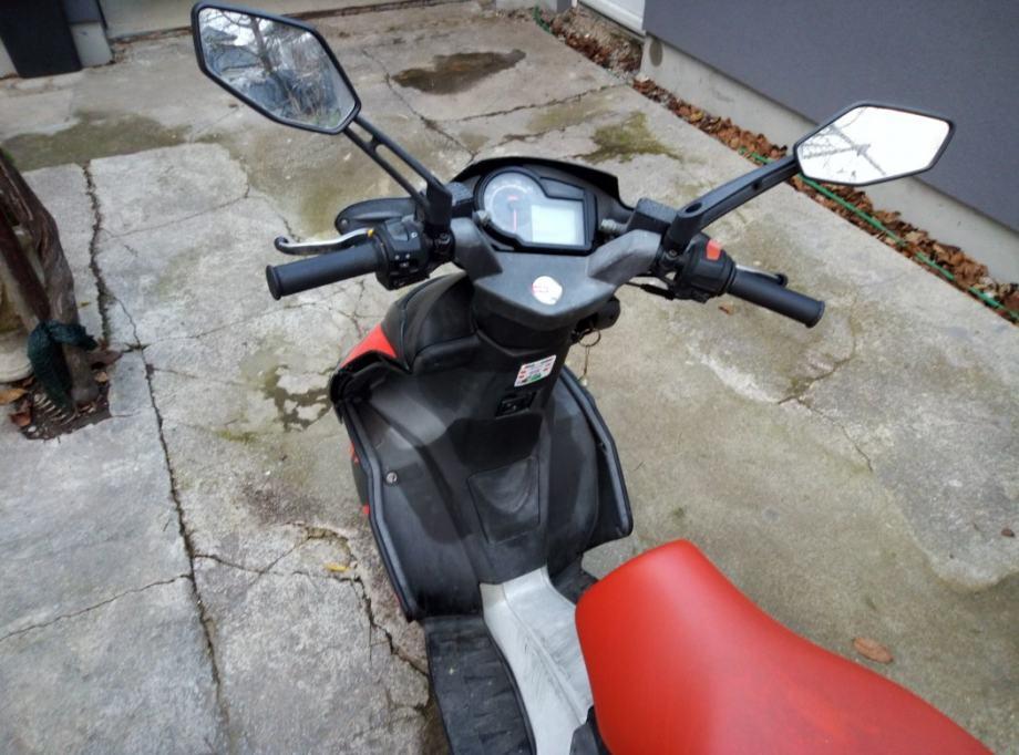 Aprilia SR 50 R 49 cm3, 2006 god.
